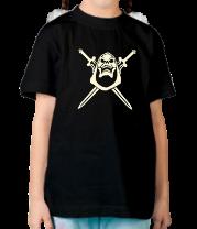 Детская футболка  Череп с мечами светится